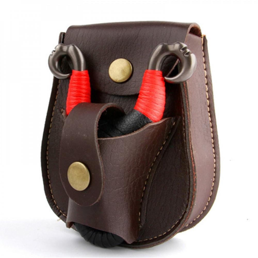 Ādas jostas somiņa ar nodalījumiem kaķenei un metaliskām bumbiņam mēdībām un makšķerei