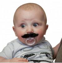 Māneklis - knupītis ar greznām ūsām. Laba dāvana mazulim!
