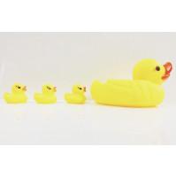 Pīkstošā vannas rotaļlieta Gumijas Pīles ģimene -  pīle ar 3 pīlēniem
