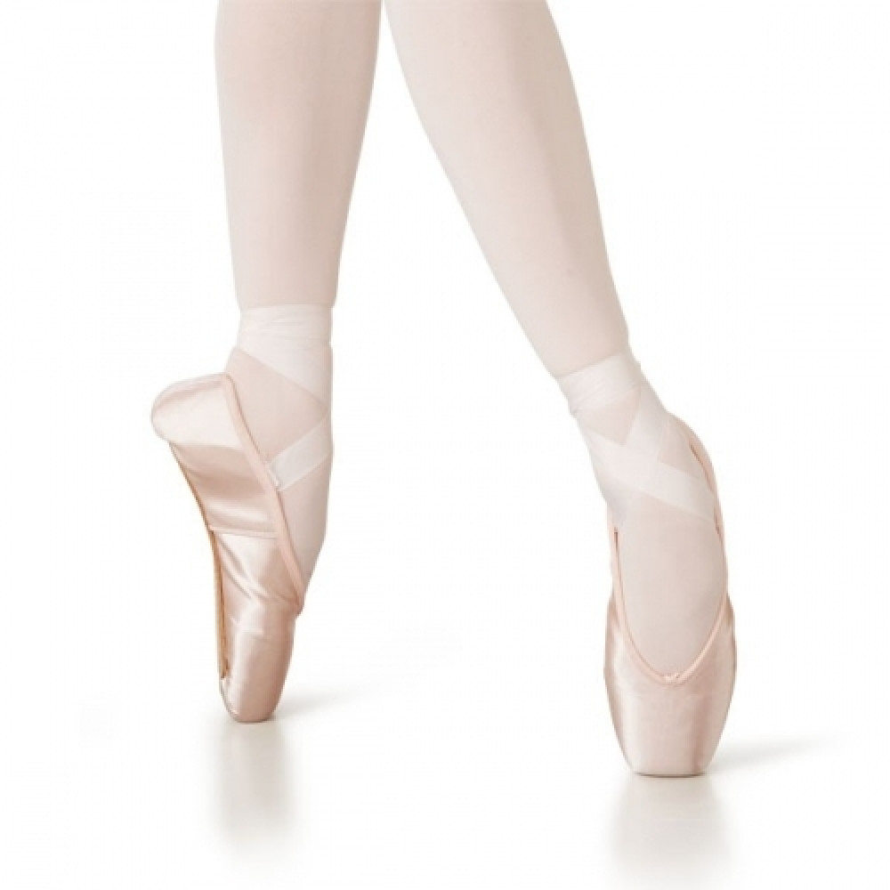 Ballet satin pointe shoes